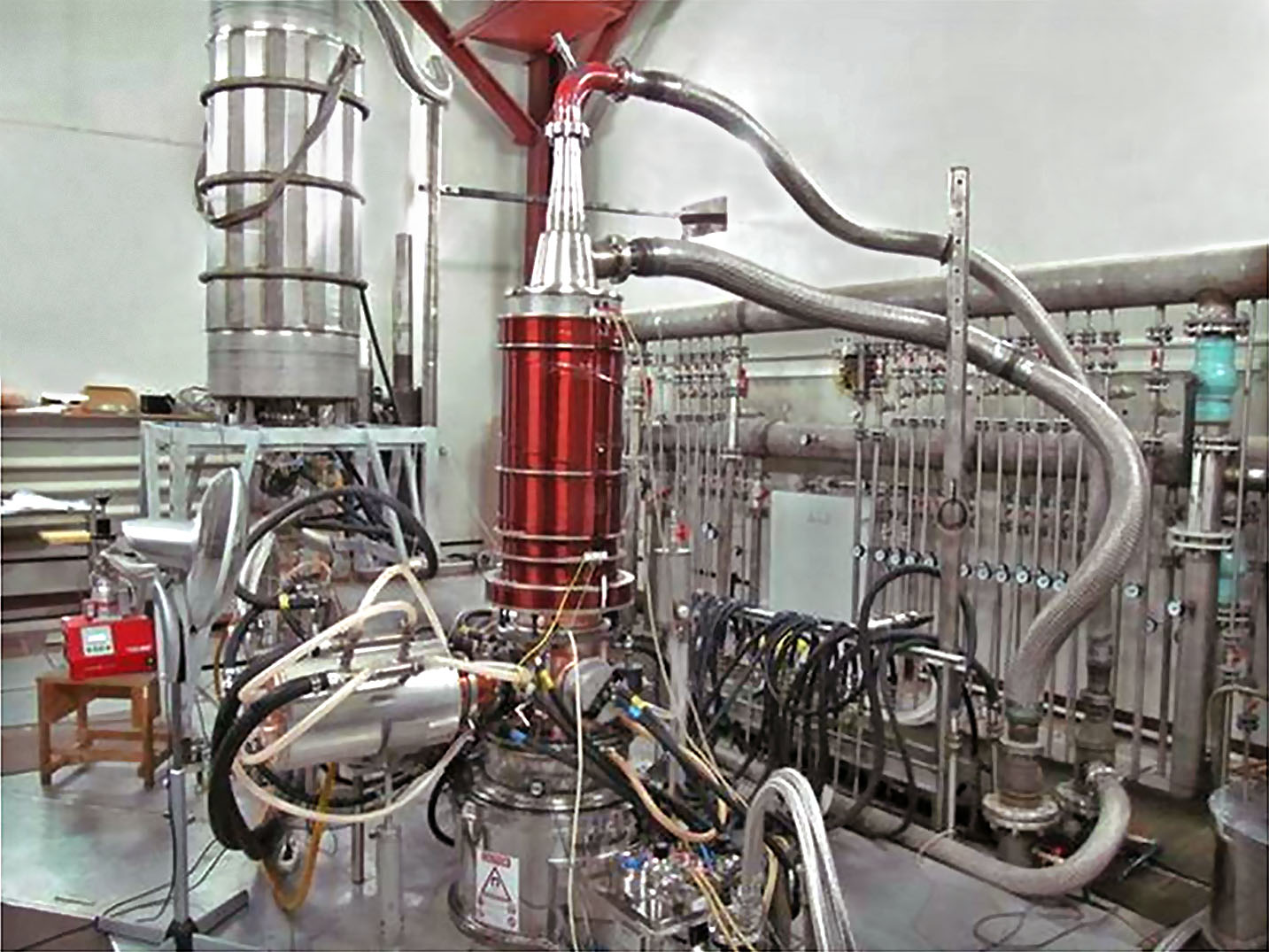 Fig.1. GYCOM factory test of the 170 GHz/1 MW/1000 s gyrotron system.